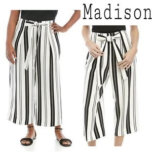 Madison curvy blk/wht crepe paper bag pants. 18w